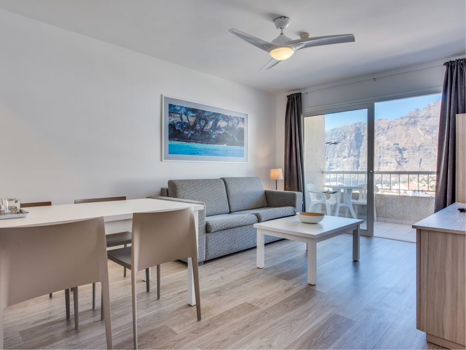 1 Bedroom apartment with partial sea view